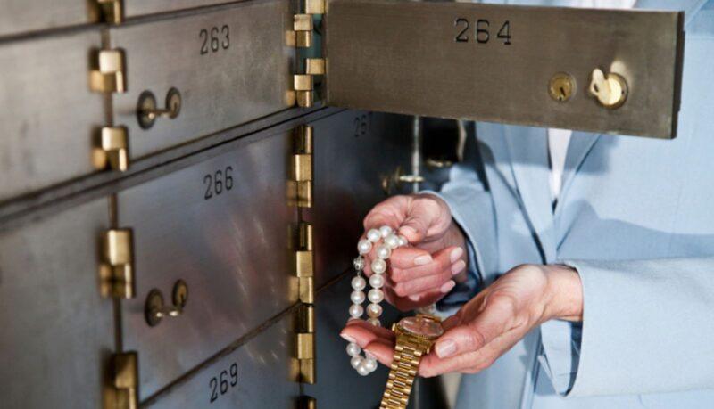 Хранение украшений в банковской ячейке